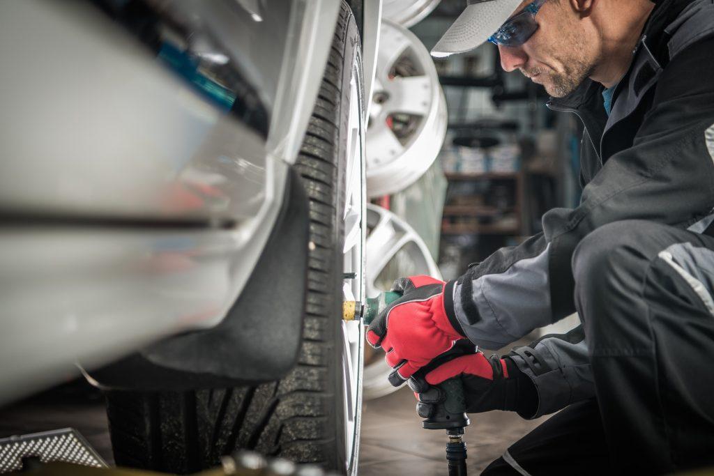 Auto Mechanic Wheel Change