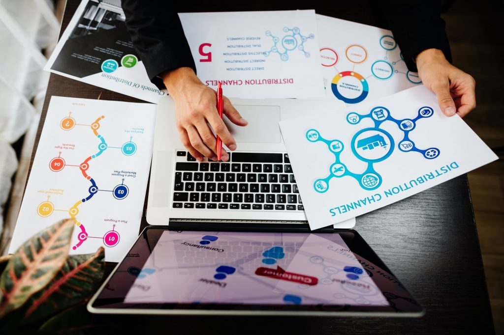 marketing manager making marketing distribution channels plan