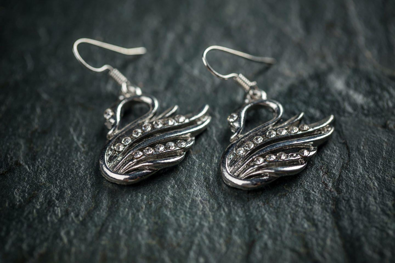 Swan shaped metal earrings